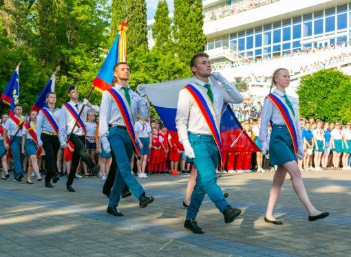 Дети из всех регионов России отметят День государственного флага в «Орлёнке»