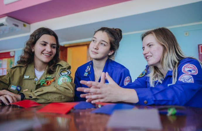 Представители подростковых трудовых отрядов получают профессиональные навыки в «Орлёнке»