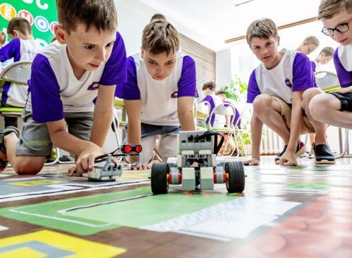 Дети России проектируют роботов в «Орлёнке»