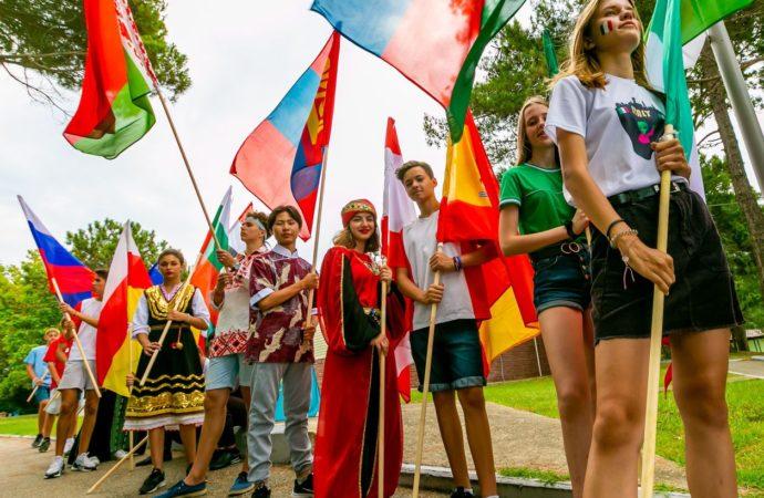 В День дружбы орлята выйдут на связь с детьми из разных стран мира