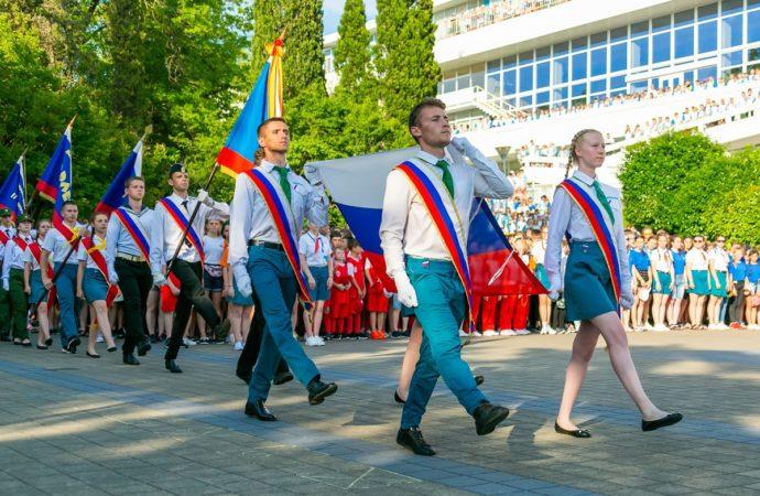 Более 3300 детей России отметят День государственного флага в «Орлёнке»