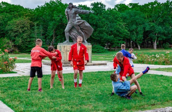 Самбо, футбол, баскетбол — орлята тренируются у чемпионов России
